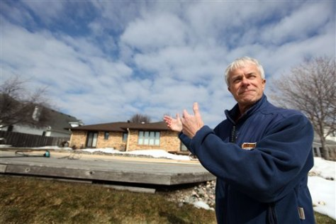 Image: Homeowner with flood insurance