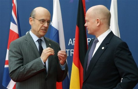 Image: France's Foreign Minister Alain Juppe, left, welcomes Britain's Foreign Minister William Hague, right