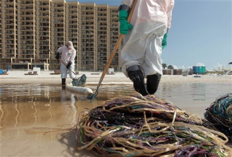 Image: Oil cleanup at Orange Beach, Alabama