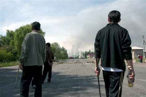 Image: Members of ethnic Uzbek community armed with sticks and Molotov cocktails