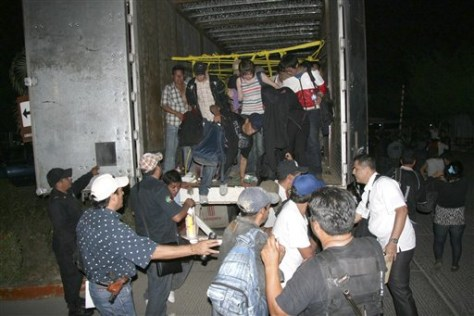 Image: Migrants leave a U.S.-bound truck in Mexico