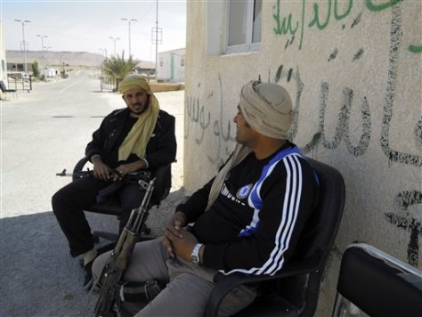 Image: Libyan rebels at Dhuheiba border crossing