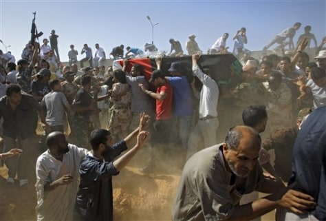 Image: Libya men carry coffin