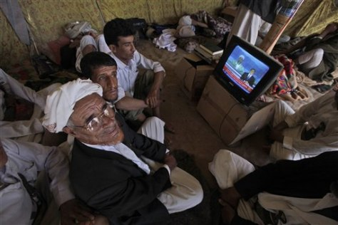 Image: Yemeni protesters watch news of bin Laden's death