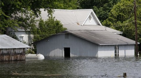 Image: A house on the west side of the levee in Satartia, Miss.
