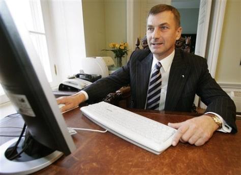 Estonian prime minister votes online
