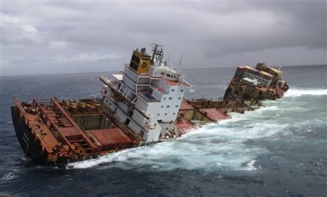 Image: The cargo ship Rena