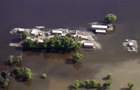 Image: Floodwaters surround houses in the Ranjanpur district of Punjab province
