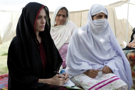 Image: Angelina Jolie in Pakistan