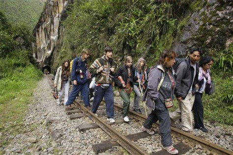 Image: Foreign tourists leave Machu Picchu