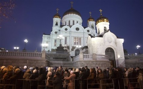 Image: Thousands of Orthodox believers stand in line to get inside Christ the Savior Cathedral