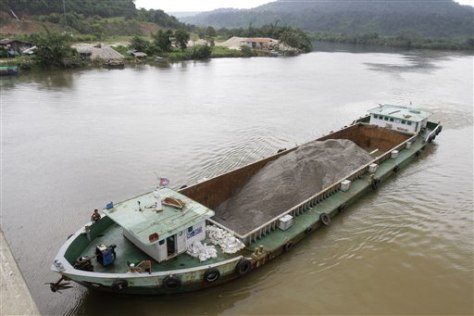 Image: Ship carrying sand