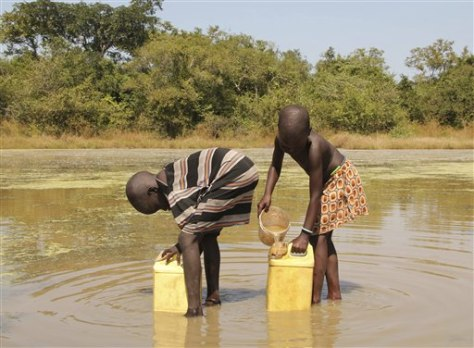 Image: Children collect water