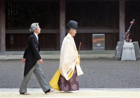 IMAGE: Koizumi at shrine