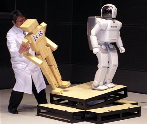 Image: Asimo and wooden model