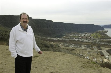city official overlooks new development in Quincy, Wash.