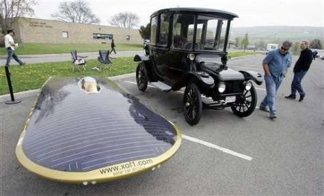 IMAGE: SOLAR AND ELECTRIC CAR AT GREEN RALLY
