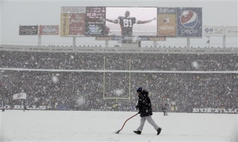 Image: Snow falls on NFL game