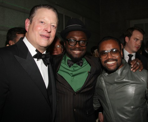 Image: Gore with entertainers