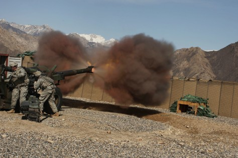 Image: US soldiers test fire Howitzer in Afghanistan