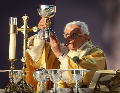 Image: Pope delivers Mass in Scotland