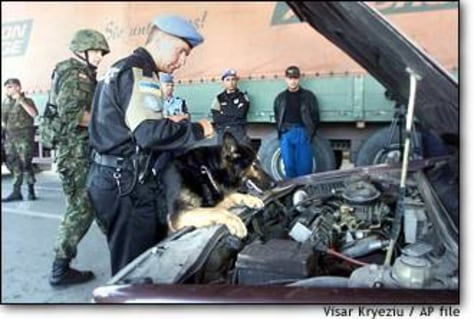 Image: Peacekeepers search a vehicle
