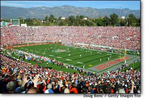 Image: The opening kick-off marks the start of the 89th Rose Bowl