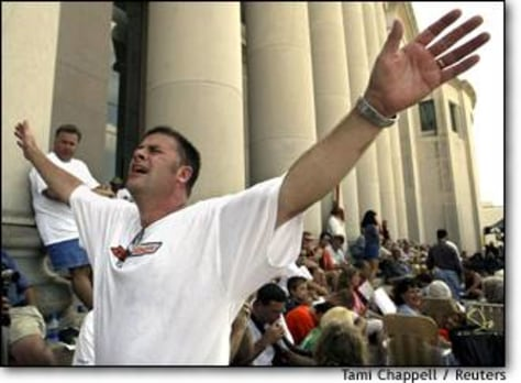 Image: Supporters Of Thompson In Prayer Outside The Alabama Judicial Building In Montgomery