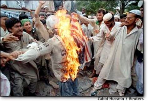 Image: Pakistani Moslem Fundamentalists Burn Us Flag And Effigy Of Clinton