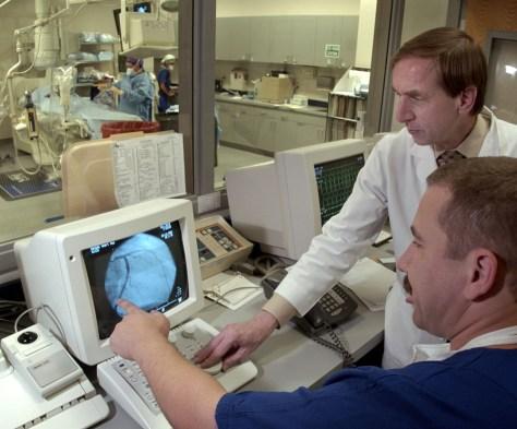 Image: cororany angiogram procedure
