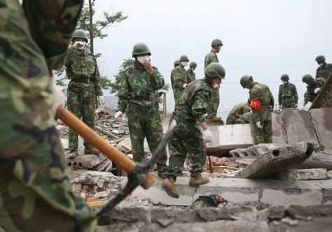 Image: Troops search for quake victims
