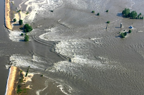 More levees in danger along Mississippi - US news - Midwest