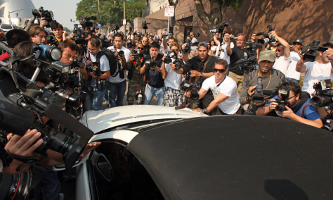Image: Photographers mob Britney Spears' car
