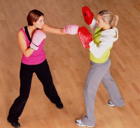 Image: women boxing for fitness