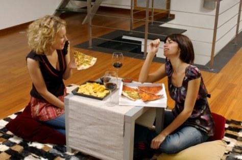 Image: Women eating together
