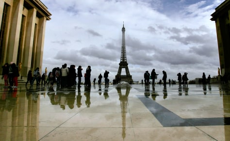 Image: Place du Trocadero overlooking the Eiffel Tower in Paris