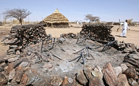 Image: Destroyed home in Darfur