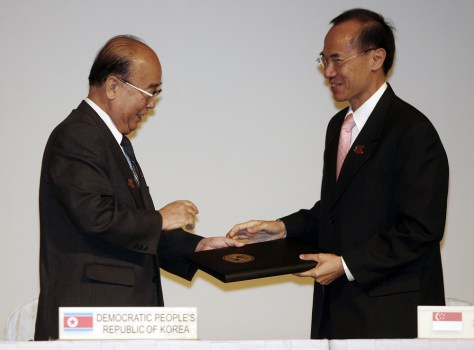 Image: North Korean Foreign Minister Pak Ui Chun and Singapore's Foreign Minister George Yeo