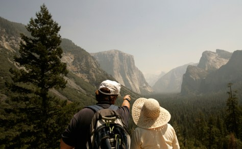 Image: Tourists Yosemite wildfire