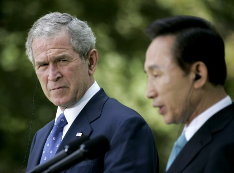 Image: George W. Bush, Lee Myung-bak