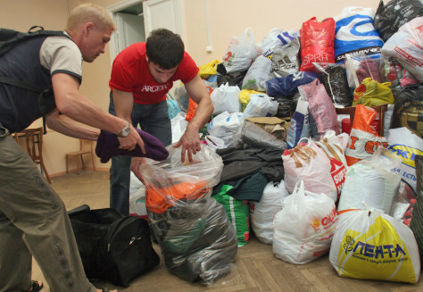 Image: Volunteers gather clothes to be sent as humanitarian aid