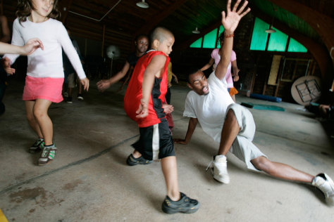 Image: Kids dance with camp instructor