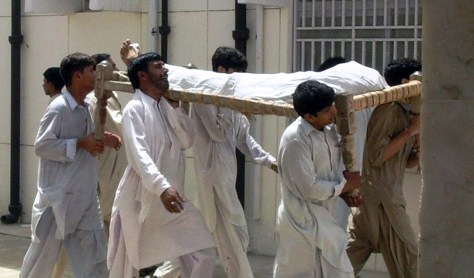 Image: Pakistani Shiite Muslims carry a dead body of their relative killed in a suicide bombing