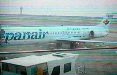Image: A Spanair plane makes emergency landing
