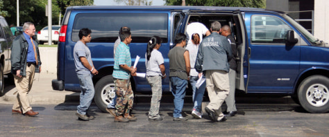 Image: Several suspected illegal immigrants