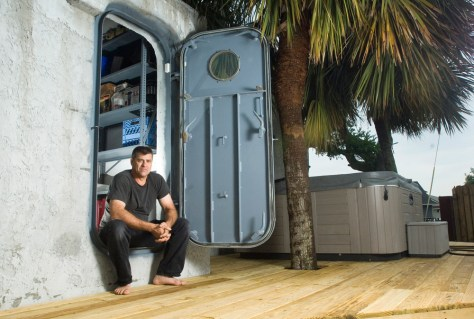 Hurricane victims rebuild fortresses us news life for Fortress homes