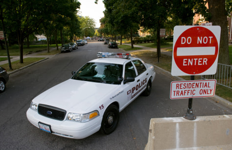 Image: Police guard street where Barack Obama lives