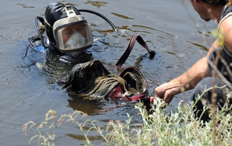 Image: Israeli diver swims with a suitcase in Tel Aviv river