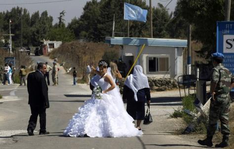 Image: Arin Safadi crosses the border
