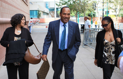 Image: O.J. Simpson, his sister Carmelita Durio, left, and his daughter Arnelle